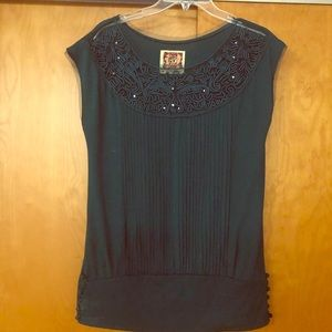 Elegant Sleeveless blouse with beautiful detail
